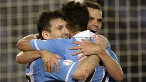 http://rozup.ir/up/justbarca/news_6/Messi_In_Argentina.jpg