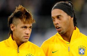 http://rozup.ir/up/justbarca/news_6/Ronaldinho_Neymar.jpg