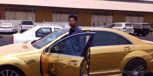 اولین مرسدس بنز طلایی وارد ایران شد / عکس