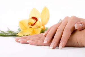علت ترک خوردن ناخن های دست