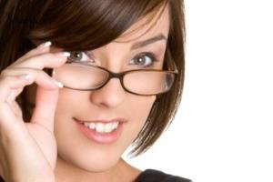 تکینک های آرایشی برای خانمهای عینکی