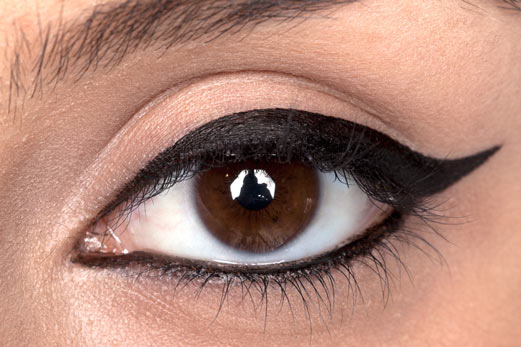 بررسی عوارض خط چشم