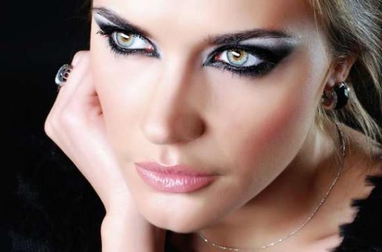 چگونه چشم ریز را آرایش کنیم؟ آرایش برای درشت نشان دادن چشم ریز