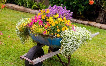 گلدان های دست ساز برای زیباسازی حیاط و باغ