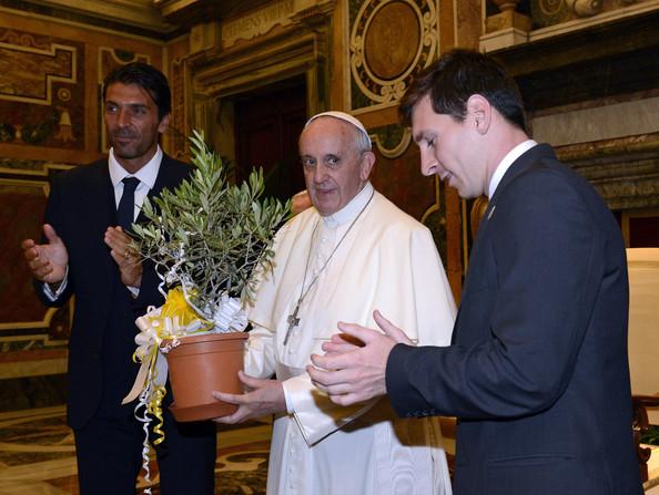لیونل مسی در کنار پاپ فرانسیس