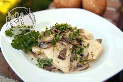آموزش درست کردن خوراک مرغ با سس قارچ و خامه