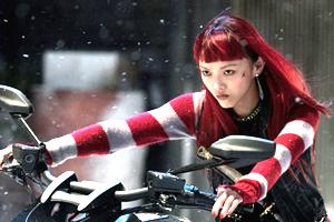 عکسهای مدل ژاپنی و همبازی هیو جکمن در فیلم گرگنما + گفتگو