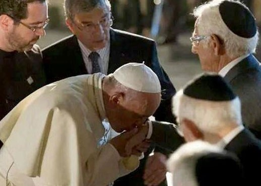 واکنش مسیحیان به یک بوسه + عکس