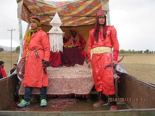 تصاویر مراسم حرکت نمادین کاروان عصر عاشورادر روستای حاجی آباد زبرخان نیشابور