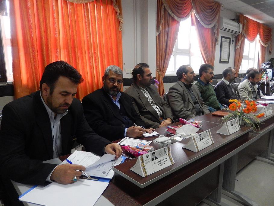 یکصد و هشتمین جلسه شورای آموزش و پرورش شهرستان فیروزه با موضوعات : اجرای طرح شهید پژوهی 313 شهید شهرس�
