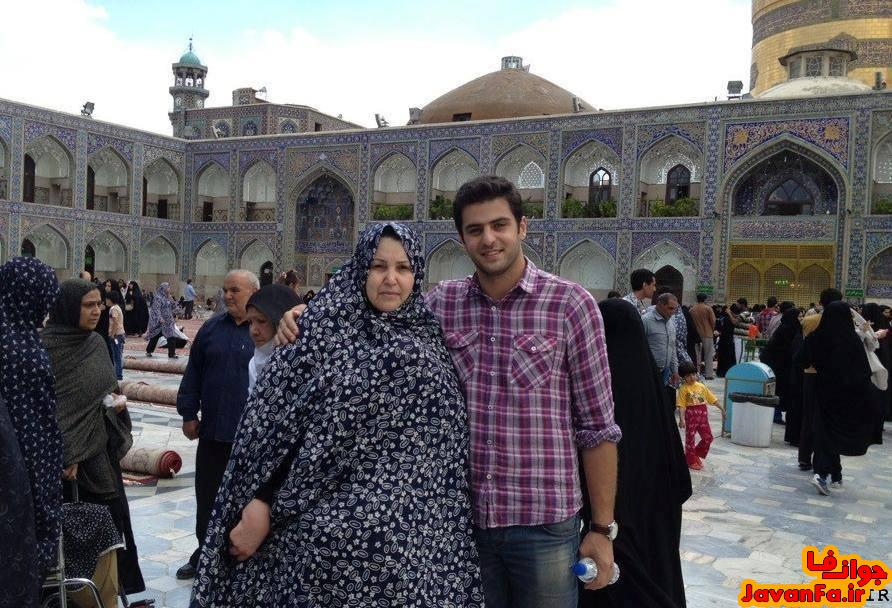 عکسی جالب از علی ضیا و مادرش در حرم اما رضا (ع)
