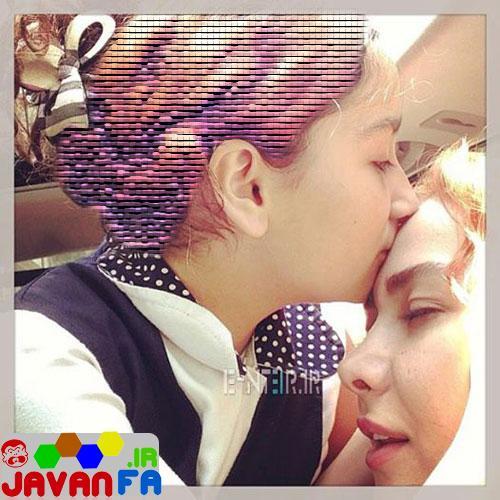 عکس زیبای بوسه دختر آناهیتا نعمتی برپشنانی مادرش