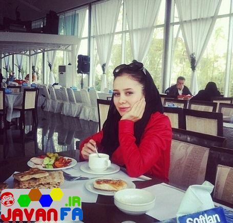 http://rozup.ir/up/omidsmart/Pictures/4/elnaz-habibi-april93/elnaz-habibi-restoran2.jpg
