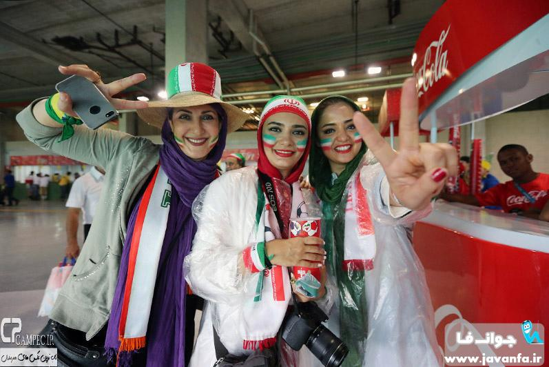 عکس های بازیگران و هنرمندان در بازی ایران-بوسنی