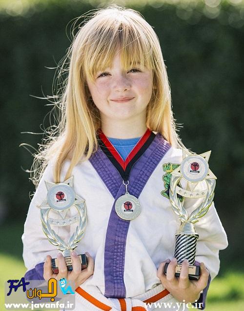 دختری که بیماری عجیبش را با کاراته درمان کرد - عکس