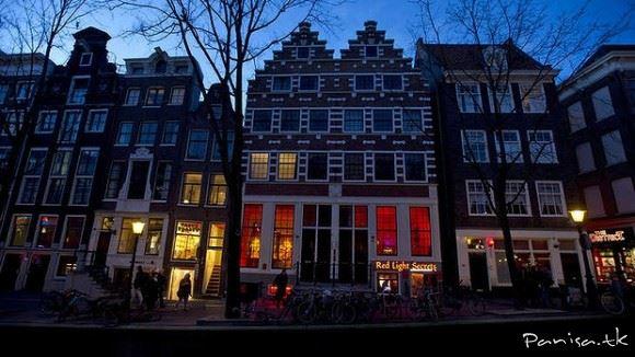 افتتاح موزه زنان تن فروش در هلند+تصاویر