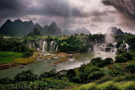 آبشاری شگفت انگیز در مرز ویتنام و چین + تصاویر
