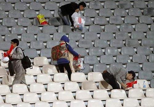 اقدام جالب تماشاگران کرهای در آزادی -عکس