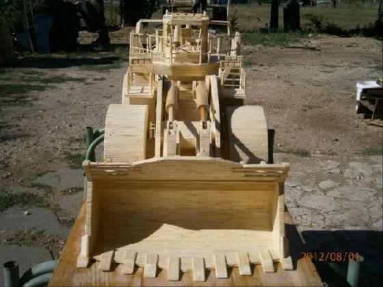 عکس مجسمه های چوبی قشنگ و زیبا به شکل ماشین