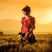 والپیپر دختر سنتور زن در مزرعه و غروب آفتاب