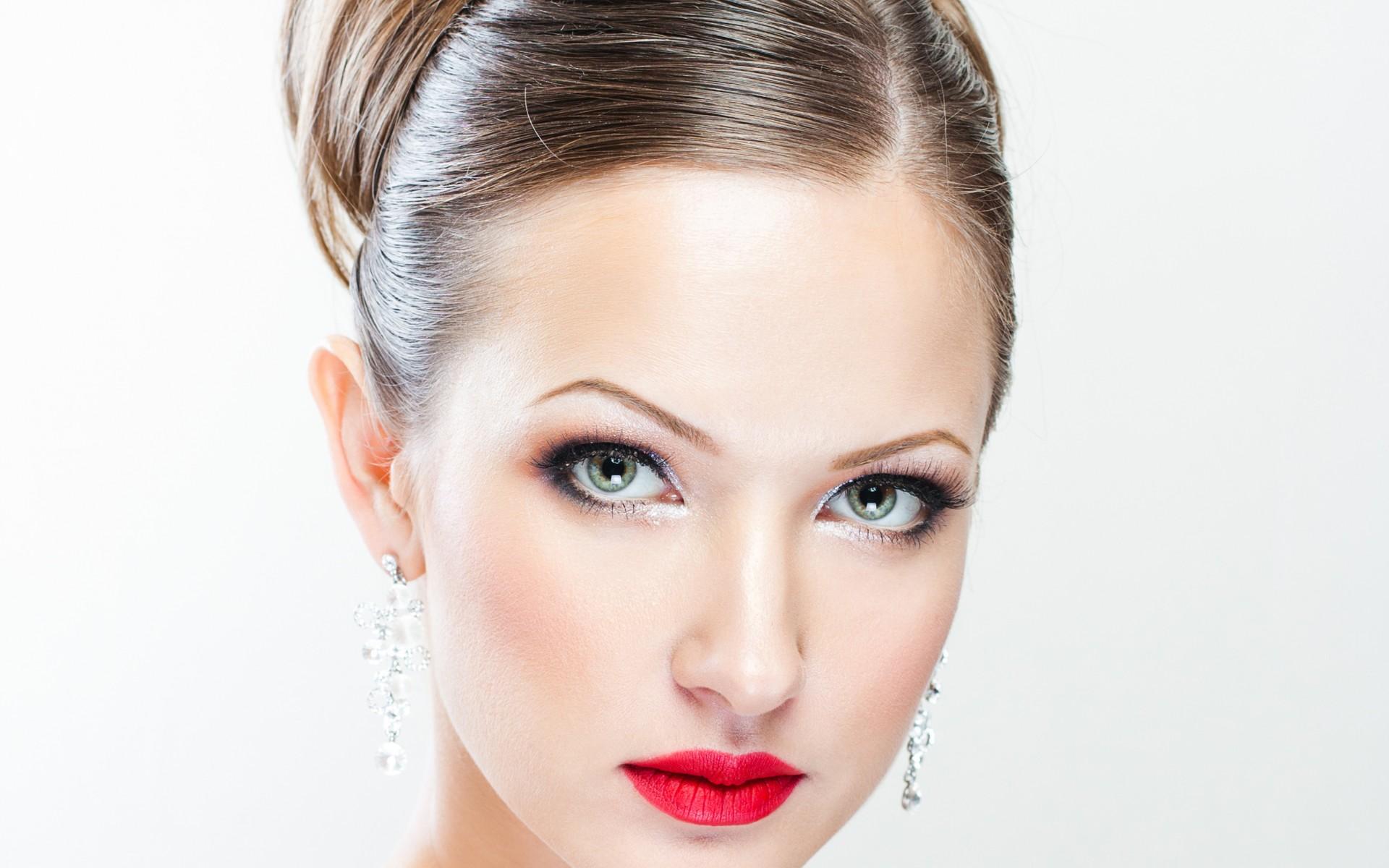 والپیپر دختر با گوشواره های زیبا
