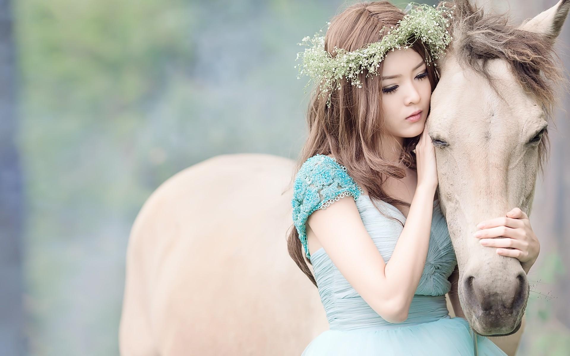 والپیپر دختر کره ای کنار اسب زیبا PicO