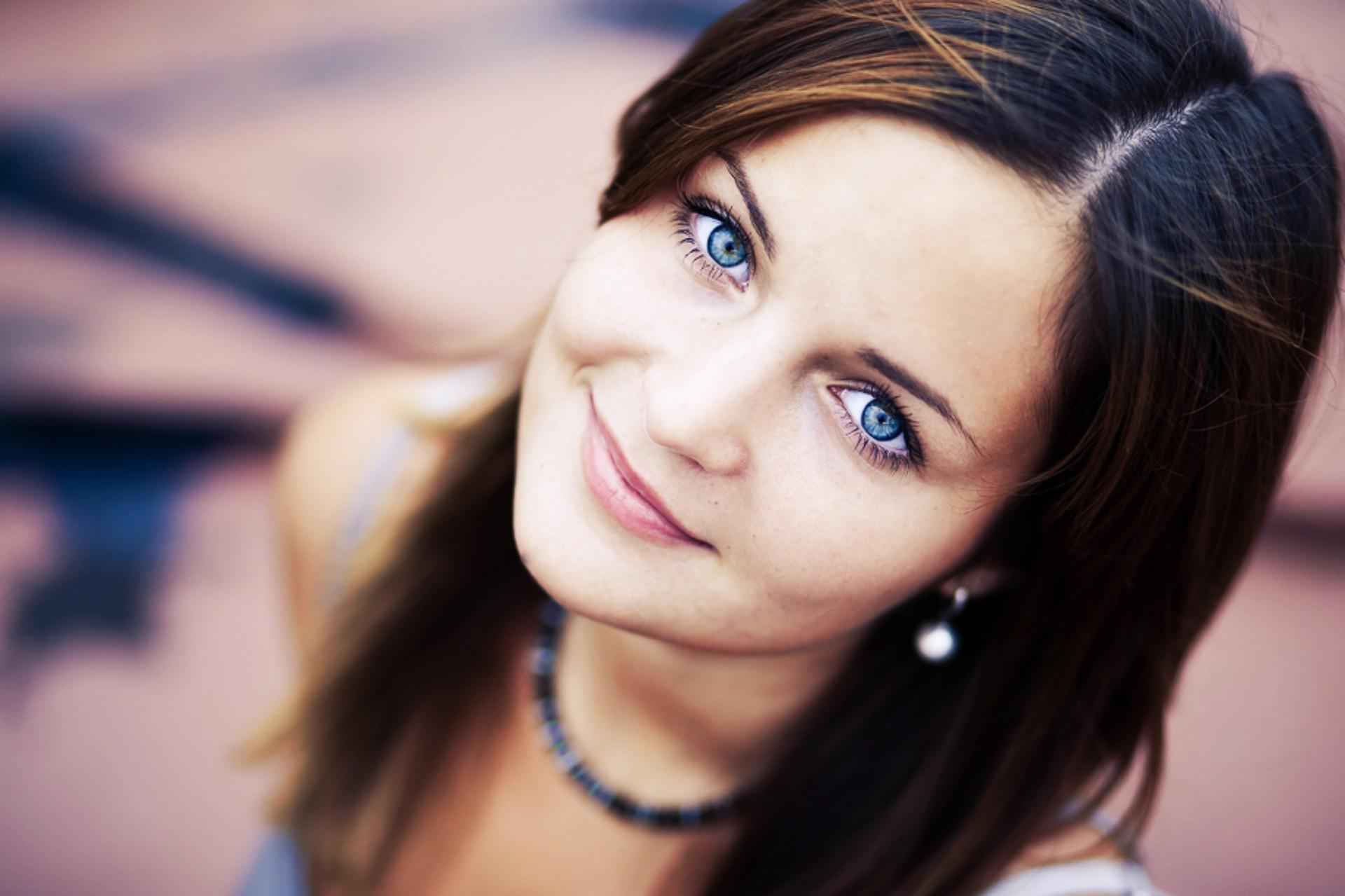 والپیپر صورت دختر چشم آبی  PicO