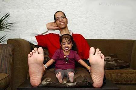 عکسهای کوچکترین زن دنیا در مقابل بزرگترین مرد دنیا