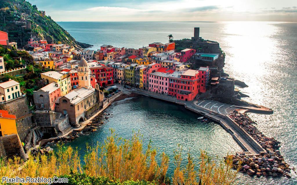 خانه های رنگارنگ شهر ورنازا ایتالیا