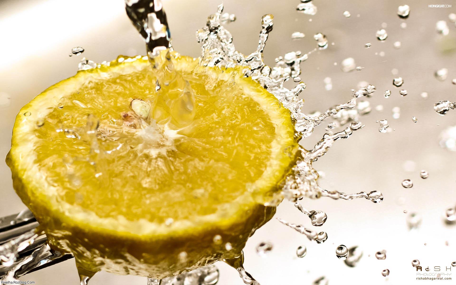 ریختن آب روی لیمو