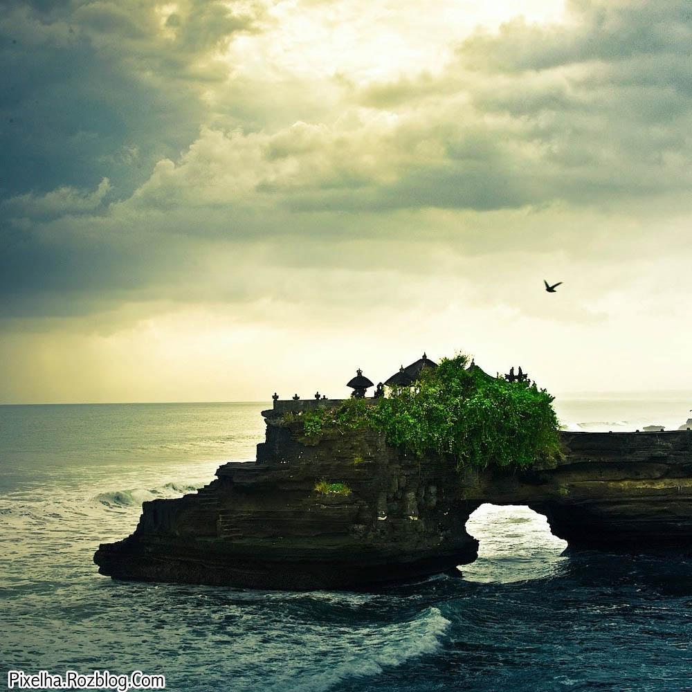 ساحل صخره ای بسیار زیبای بالی