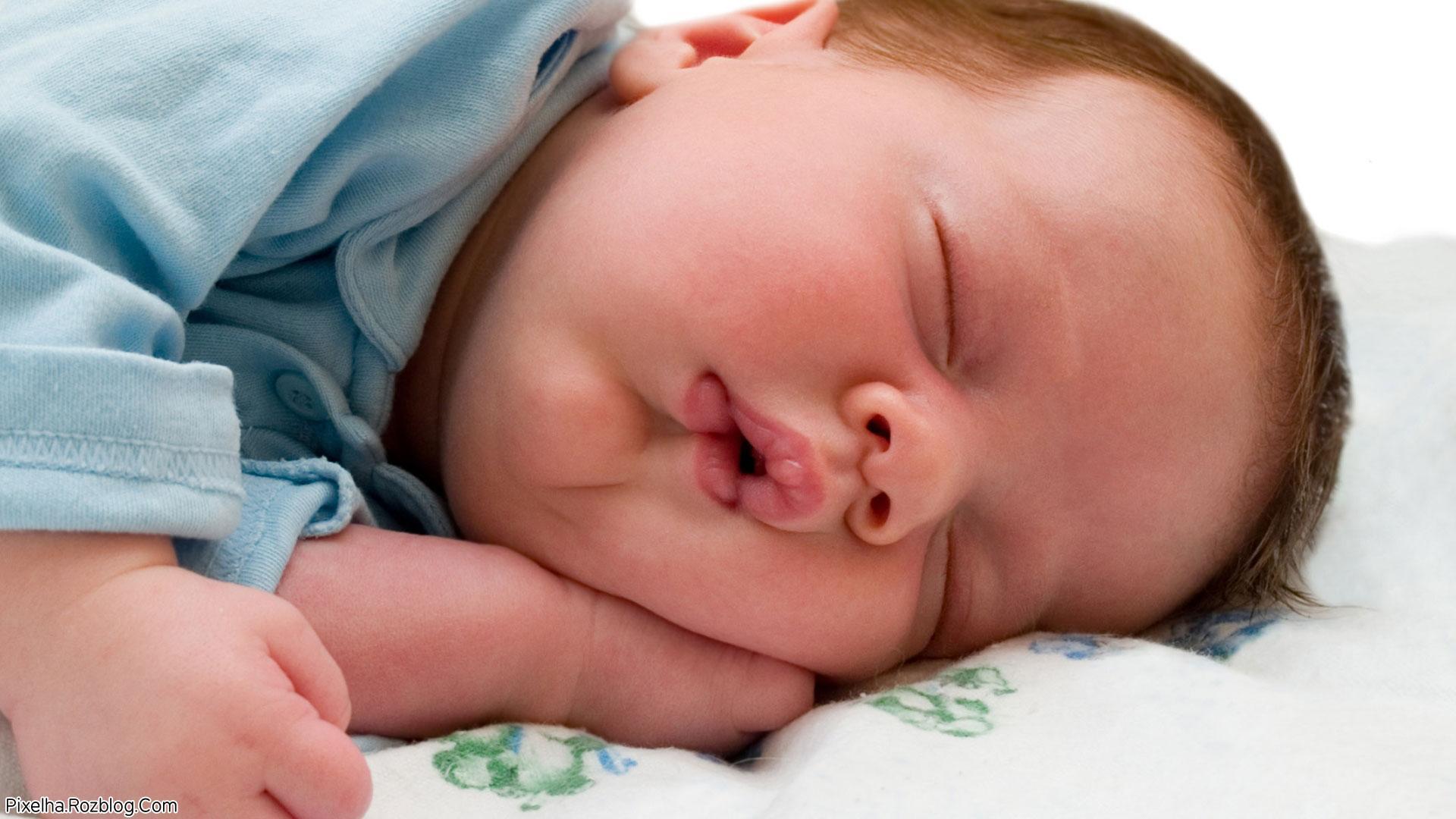 کودک بامزه خواب