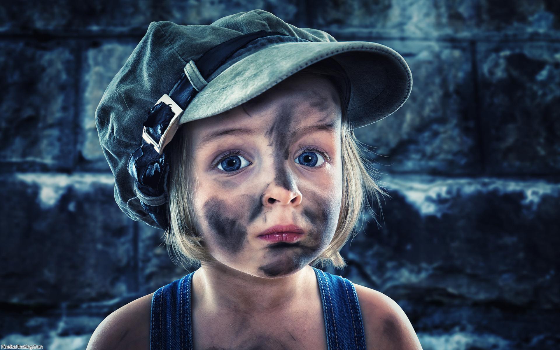 دختربچه کثیف همراه با کلاه