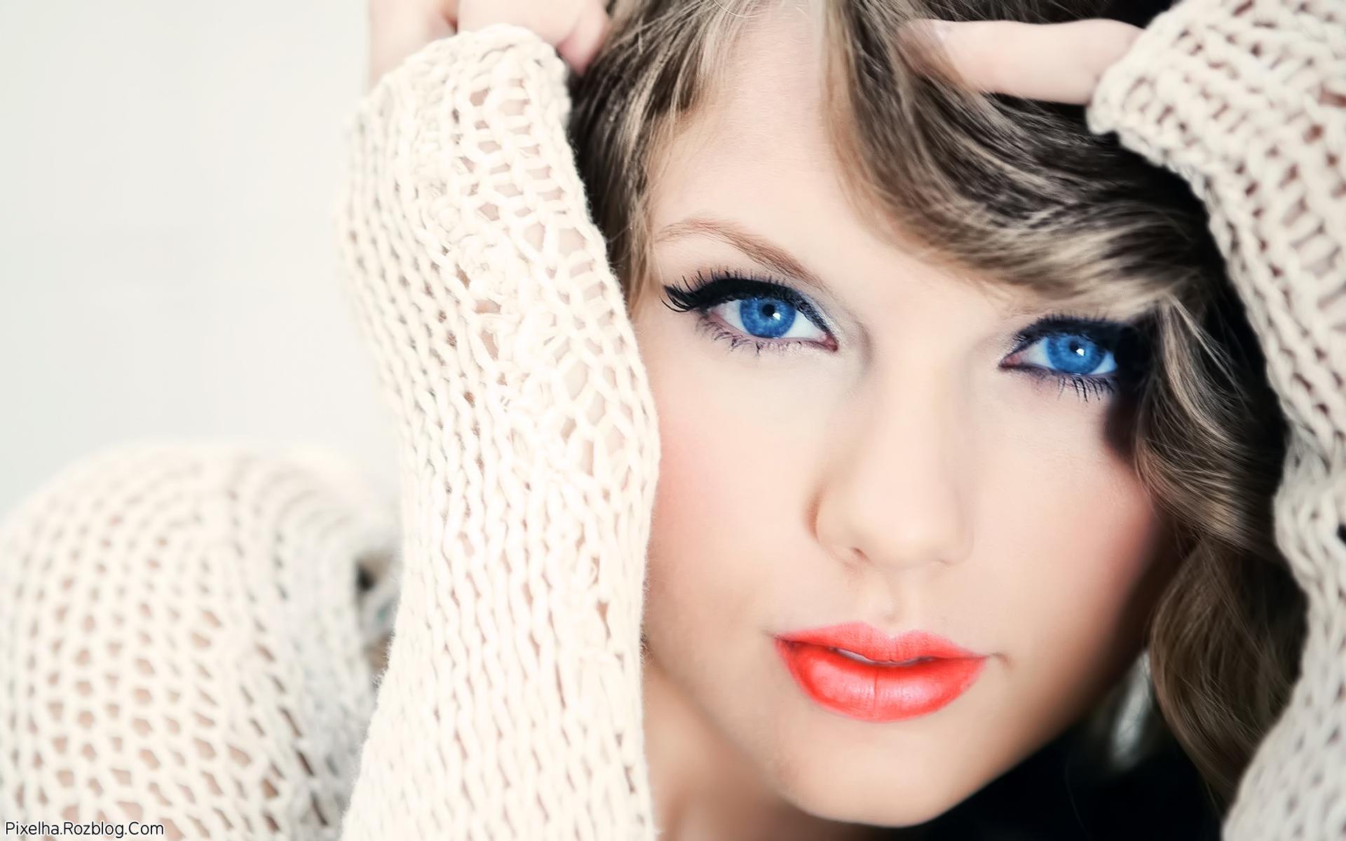 عکس Taylor Swift با چشمان آبی