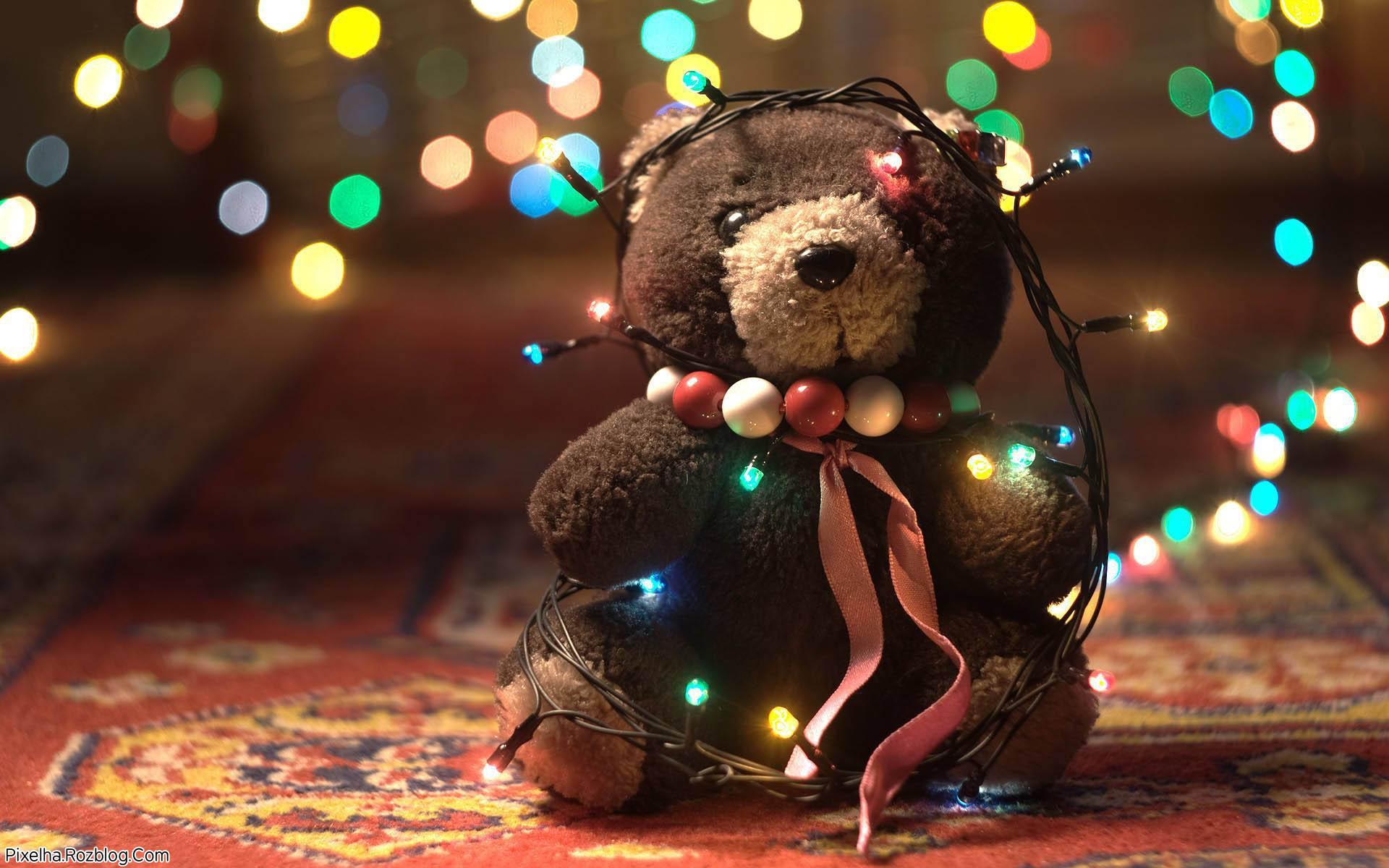 خرس عروسکی چراغونی شده برای روز ولنتاین