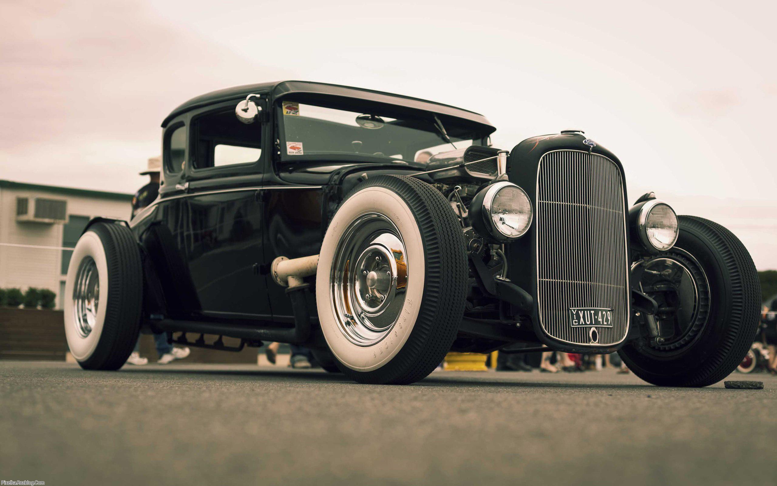 ماشین کلاسیک قدیمی