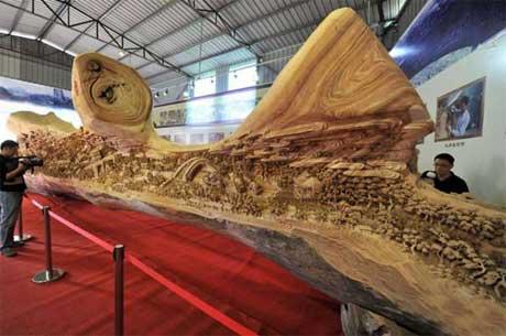 بلندترين مجسمه چوبي