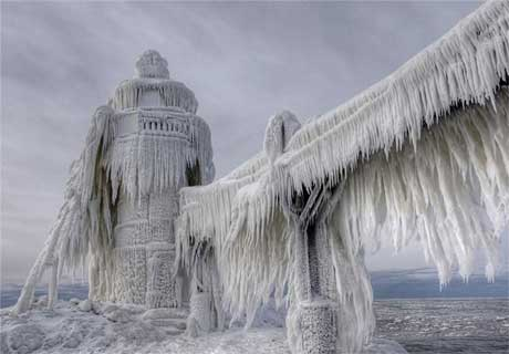 مجسمه های یخی طبیعی