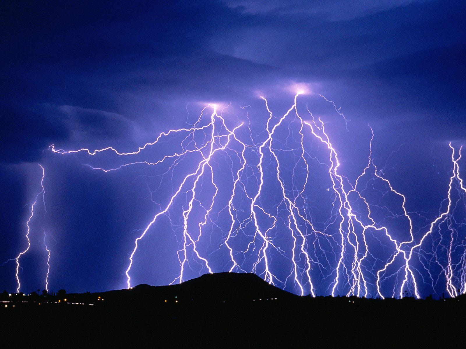 صاعقه یا زلزله ی آسمانی؟
