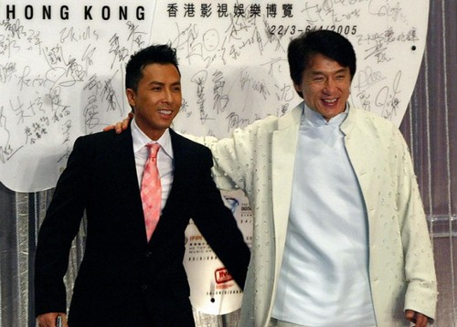 http://rozup.ir/up/vsdl/0/0000/DY/Jackie-Chan-e-Donnie-Yen-in-Ultimate-Codebreak.jpg