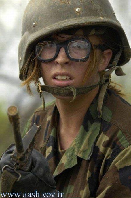 عکس دست و سرم ضنفر سربازیش تموم میشه، وقتی کارت پایان خدمتشو بهش میدن ...
