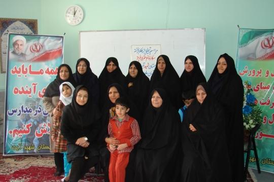 گزارش تصویری تجلیل از معلم پیشکسوت دبستان شهید آیت دوره اول