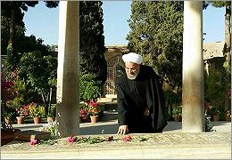 دکتر روحانی در حافظیه و تخت جمشید چه نوشت؟ +تصویر دستخط