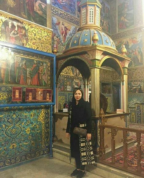 عکس لیلا اوتادی در کلیسای وانک اصفهان
