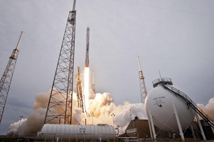 اسپیس ایکس در آزمایش فردا موشک فالکون را روی خشکی فرود میآورد