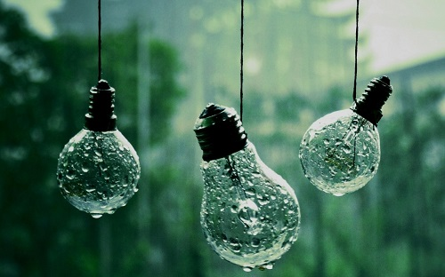 http://rozup.ir/view/1086686/Light_water_close_up_nature_rain_wet_hanging_water_drops_macro_depth_of_field_bulbs_string_rain_on_glass_1440x900.jpg