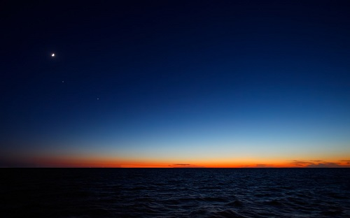 http://rozup.ir/view/1091076/sky_and_sea_blue_1440x900.jpg