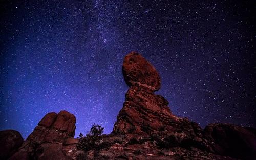 http://rozup.ir/view/1091079/Stars_Night_Rocks_Stones_mountains_1440x900.jpg