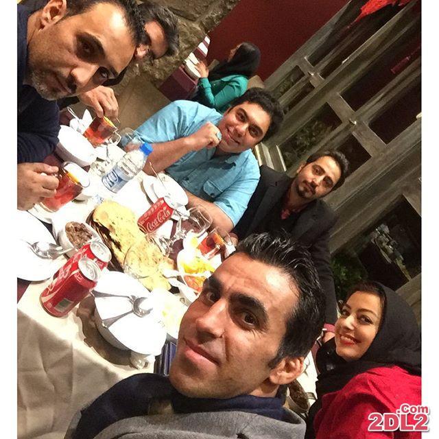 عکس نفیسه روشن و خانواده اش در رستوران