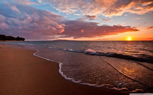 http://rozup.ir/view/1133077/beach___sunset-wallpaper-1440x900.jpg